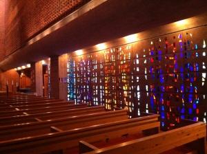 Glasmosaikvägg i Söderledskyrkan